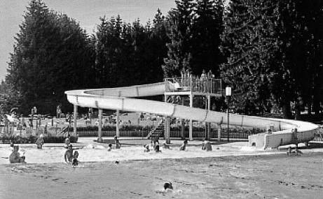 Waldbad mit großer Rutsche, aus einem Werbeprospekt, ca. 1990