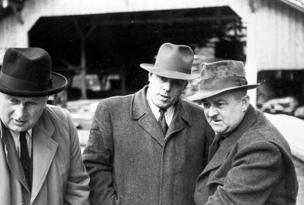 Direktion auf dem Firmengelände des Sägewerk Benz, ca. 1930