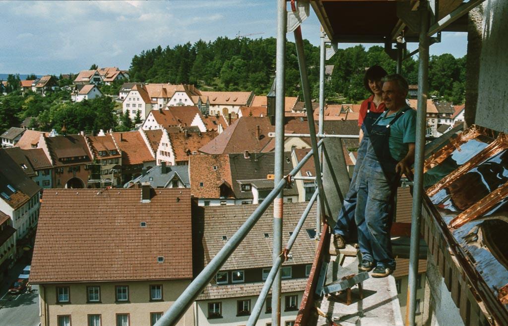 Blechnerarbeiten bei der Kirchturmrenovation, 1990