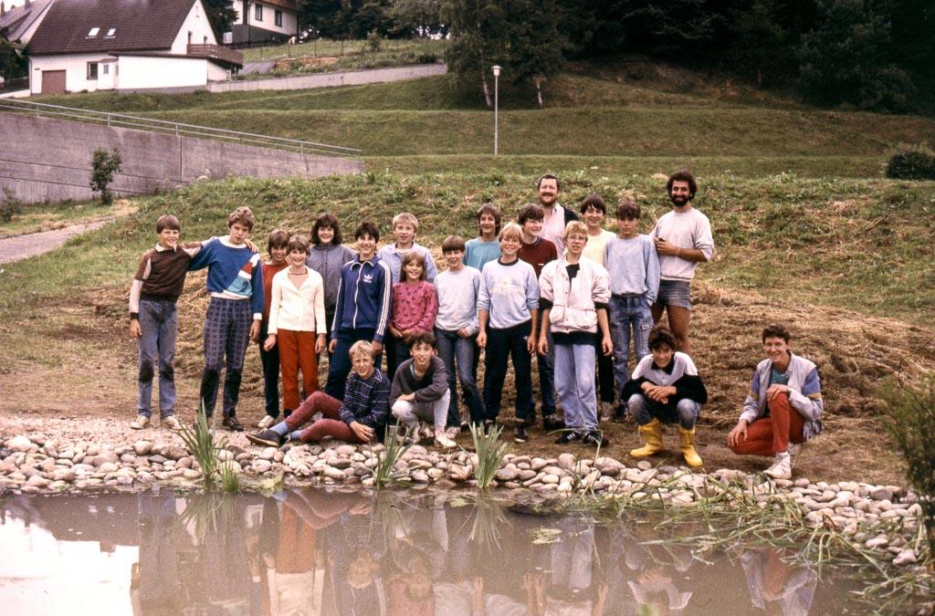 Gruppenfoto mit dem neu angelegten schulteich 1986 for Schulteich anlegen