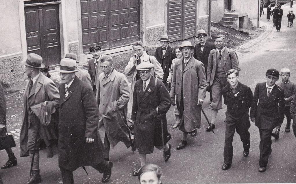 KdF-Reisende in der Oberen Hauptstraße, 1937