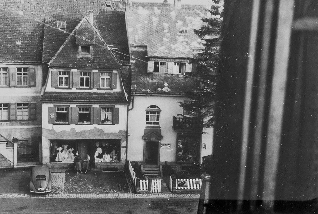 Blick auf den unteren Rathausplatz und das Haus Guth, ca. 1955-1960