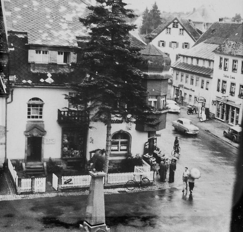 blick auf den unteren rathausplatz und das haus siefert ca 1955 1960 l ffingen damals