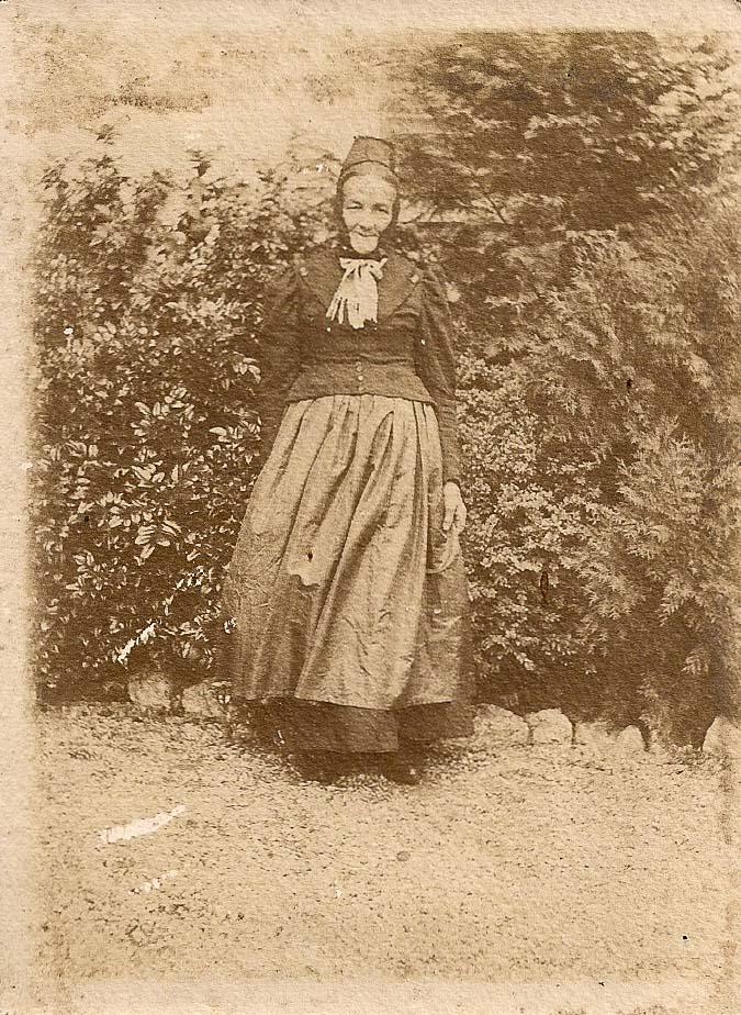 Antonia Geisinger in Tracht, ca. 1905