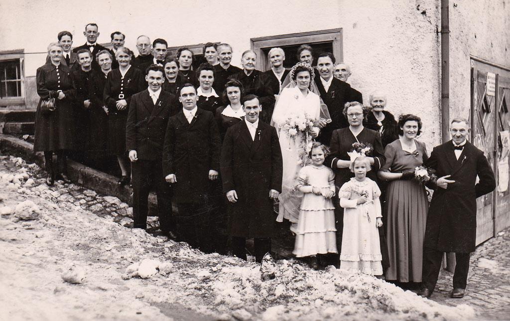 Hochzeitsgesellschaft von Karl Heiler und Franziska Fritsche, ca. 1951