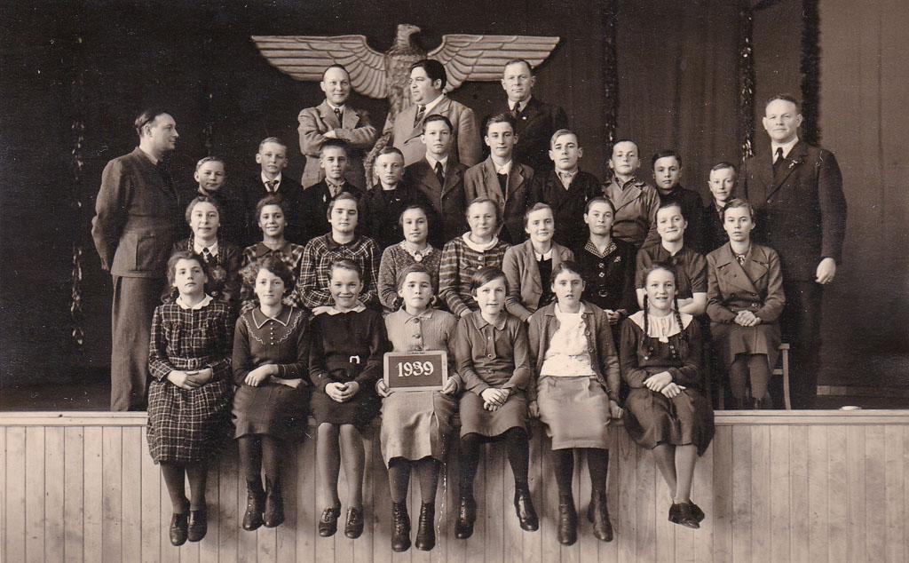 Schulentlassung aus der Volksschule, Ostern 1939