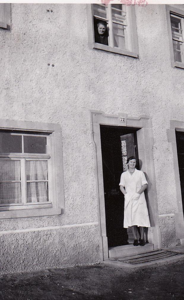 Vor der Haustür vom Haus Limb in der Rötenbacher Straße, 1939