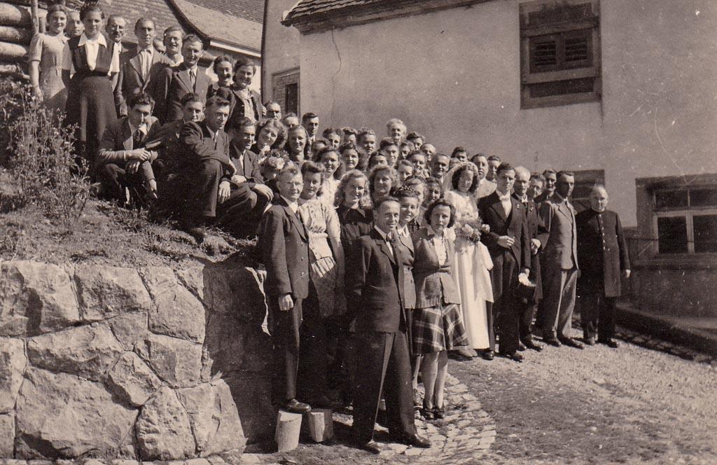 Hochzeitsgesellschaft am »Spritzestägli«, ca. 1947