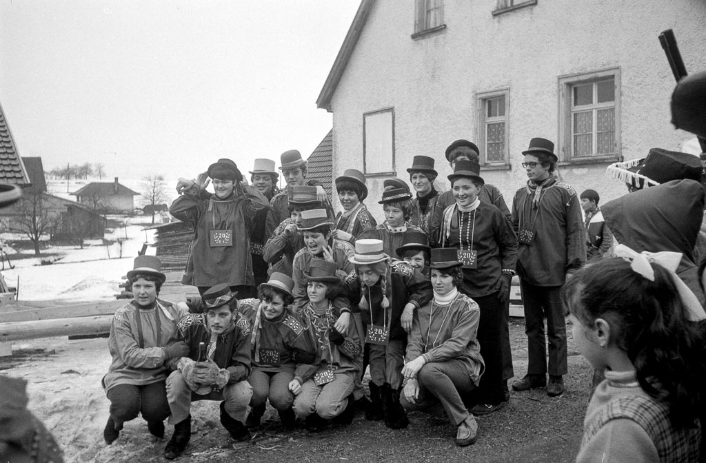 20-Jährige mit Narrenbaum im Maienland, Fasnacht 1970