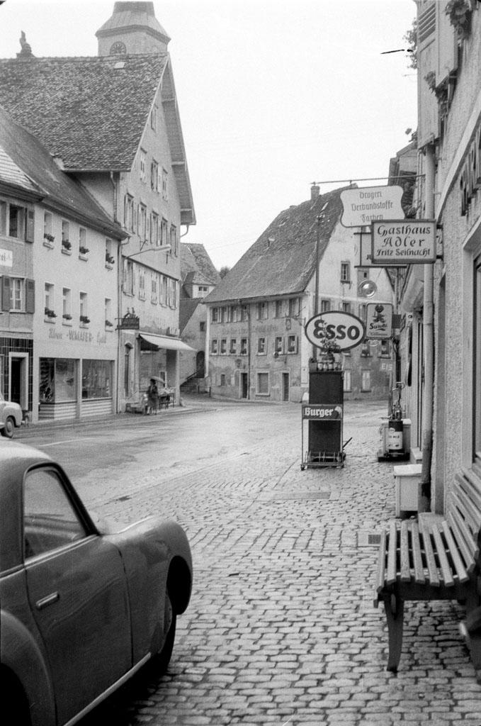 Blick vom Gasthaus »Adler« in die Untere Hauptstraße, ca. 1959