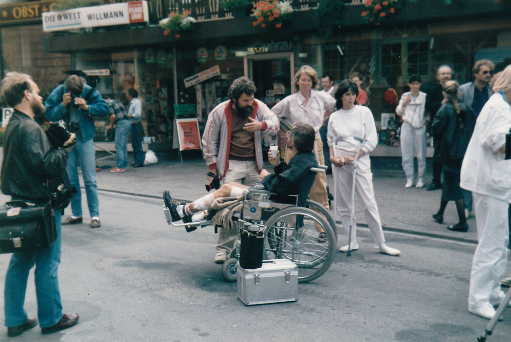 Regisseur Tögel bei den Dreharbeiten zur TV-Serie »Schwarzwaldklinik«, August 1985