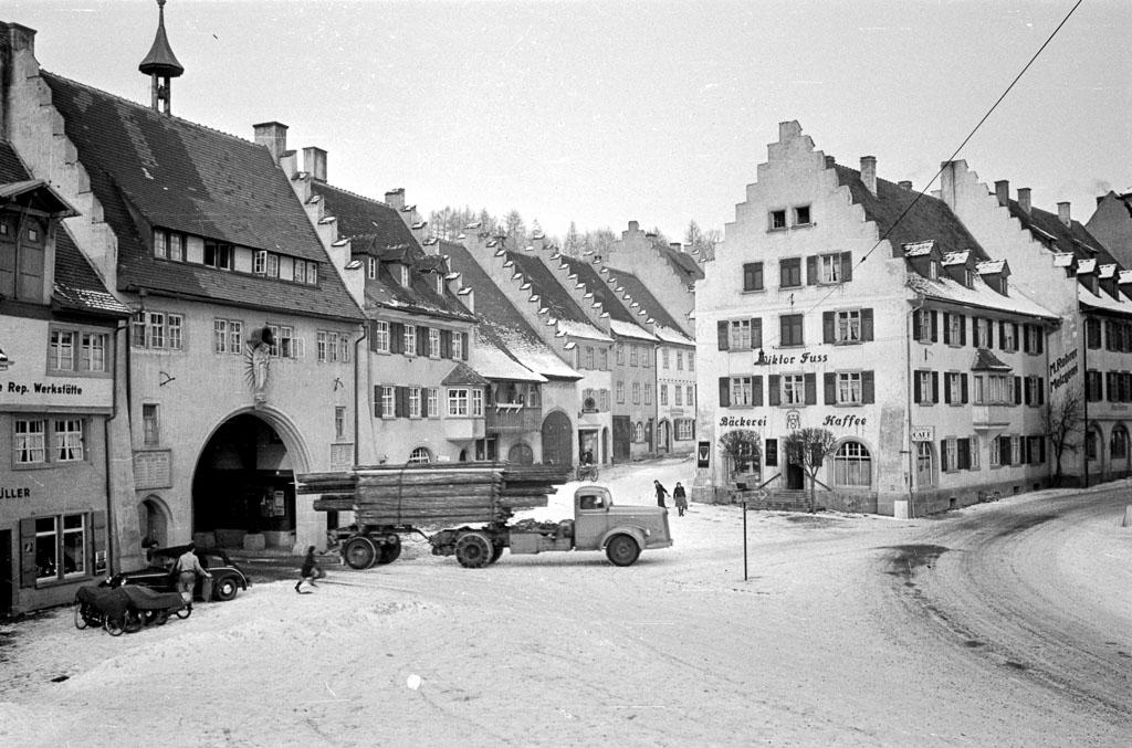 Blick auf den Unteren Rathausplatz, ca. 1954