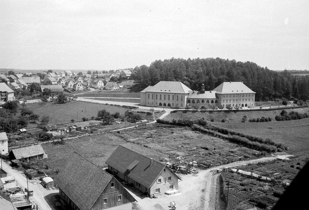 2 Fotos: Blick über die »Bittenwiesen« und die Bittengasse, ca. 1957-1960