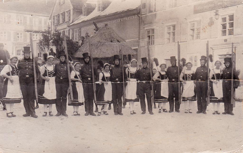 Kaminfeger auf dem oberen Rathausplatz, Fasnacht 1924