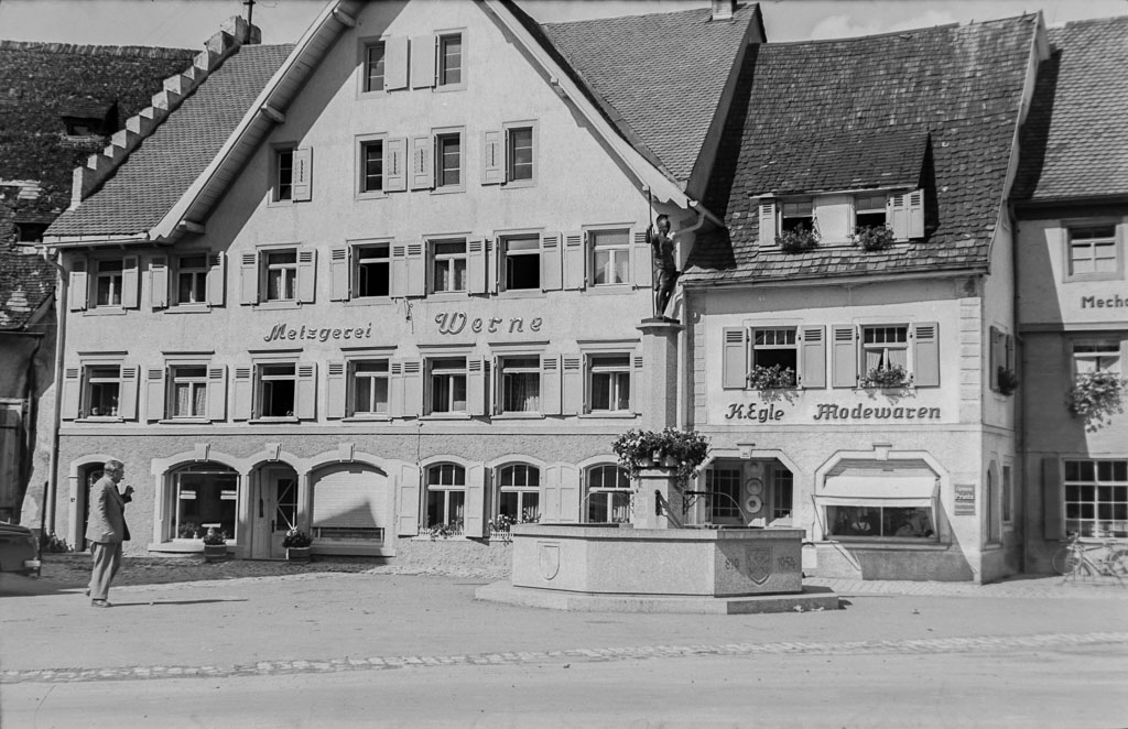 Häuser Werne und Egle mit Demetriusbrunnen, ca. 1955