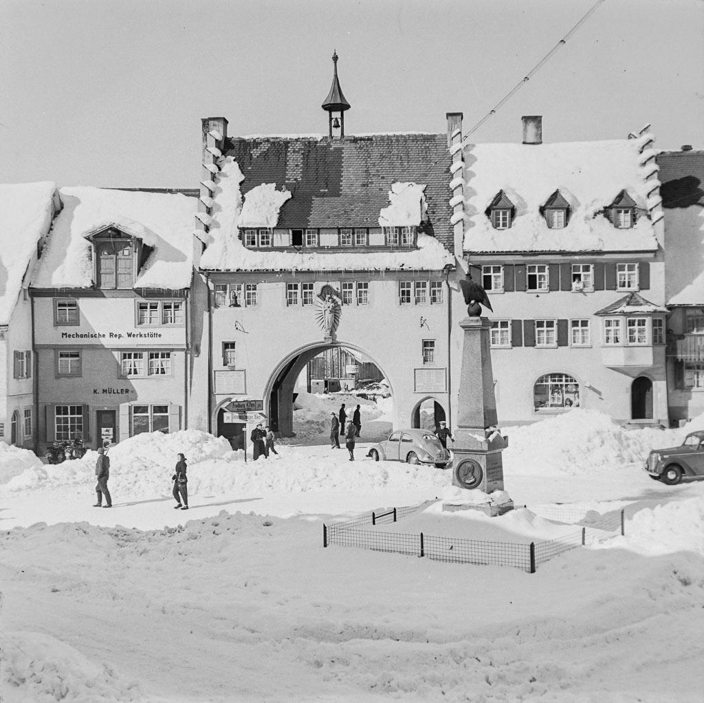 Schneeberge auf dem unteren Rathausplatz, ca. 1960