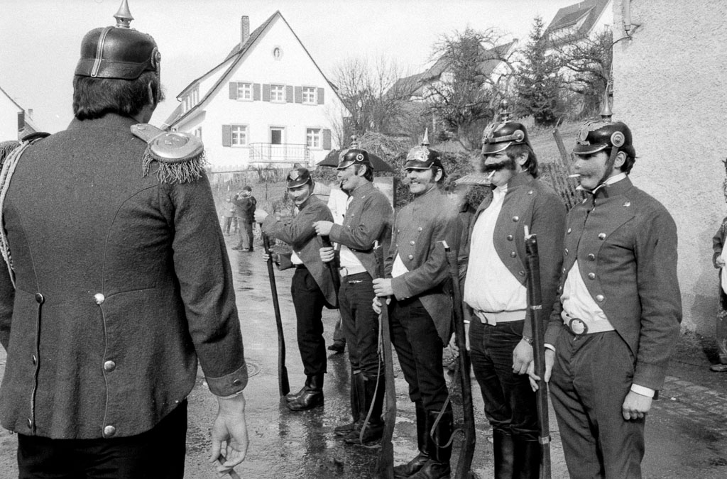 Narrenpolizei in der Maienlandstraße, Fasnacht 1971