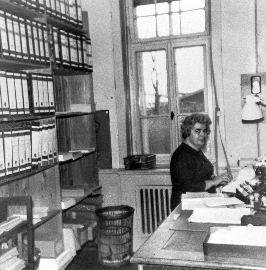 Erika Jordan im Büro des Sägewerk Benz, 1965
