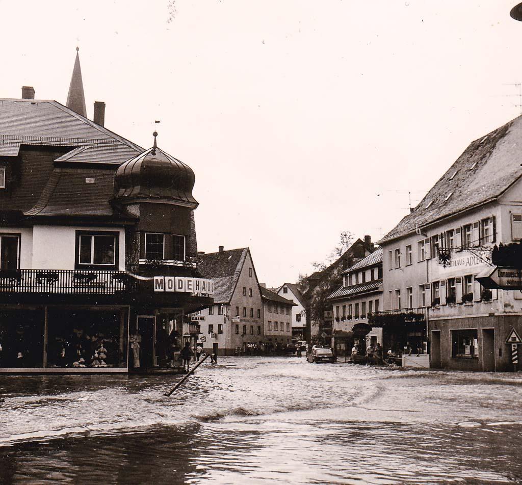Untere Hauptstraße beim Hochwasser, 10. Juli 1975