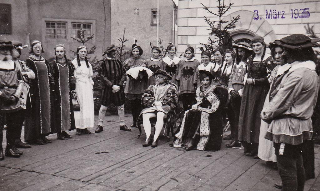 3 Fotos: Aufführung auf der Fasnachtsbühne, Fasnacht 1935