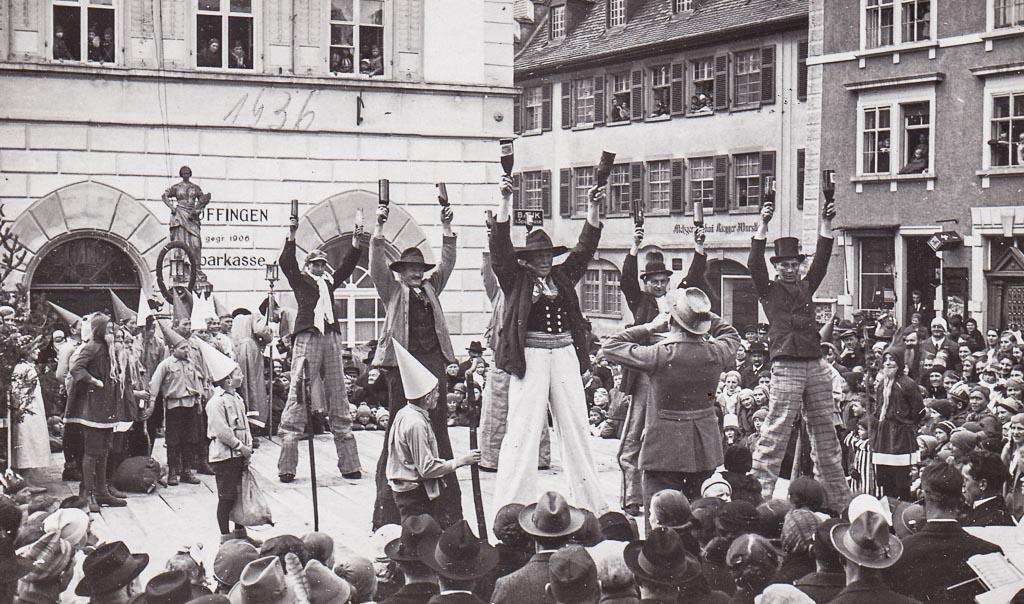 3 Fotos: Aufführung auf der Fasnachtsbühne, Fasnacht 1936