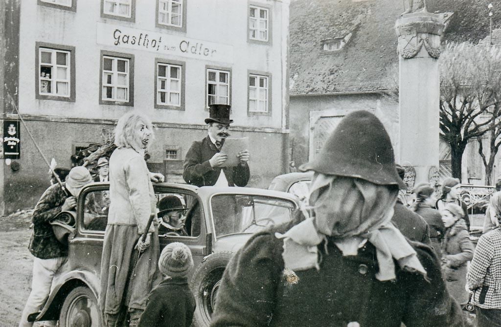Narrengruppe am Demetriusbrunnen, Fasnacht  ca. 1934