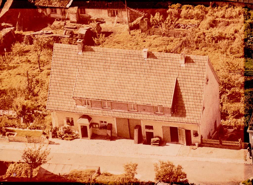 Luftaufnahme vom Haus Adrion in der Alenbergstraße, ca. 1965