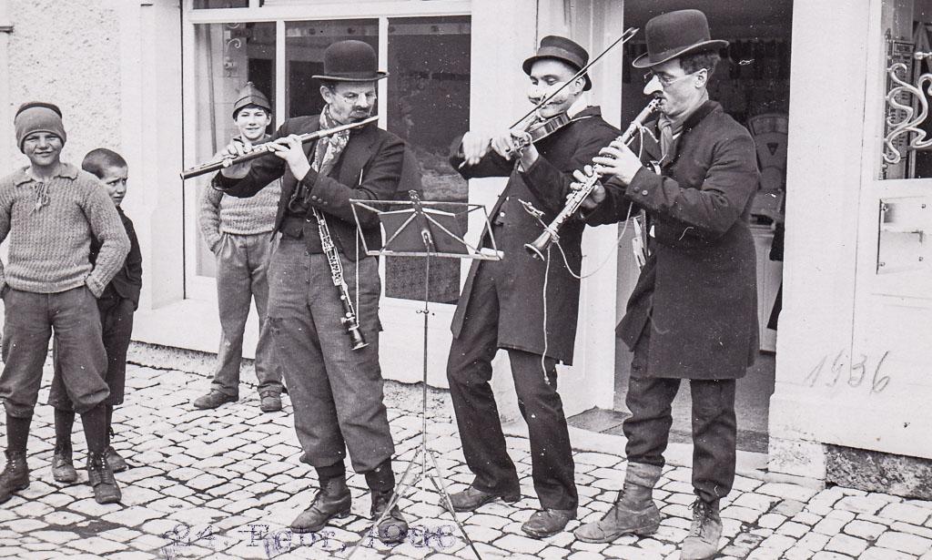Musikanten vor der Metzgerei Werne, Fasnacht 1936