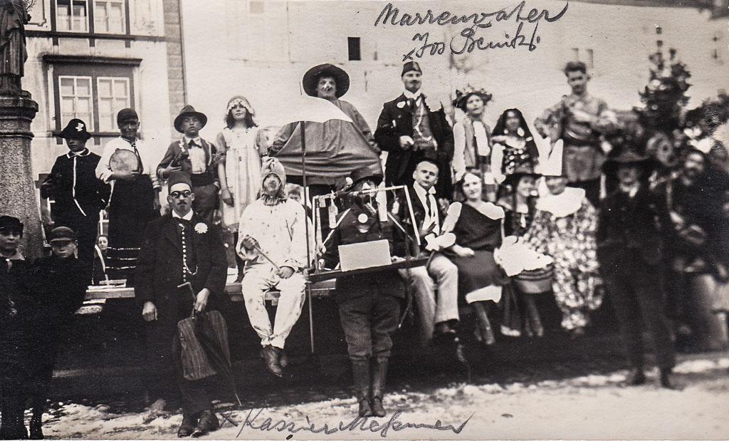 Narrengruppe am Rathausbrunnen, Fasnacht 1924