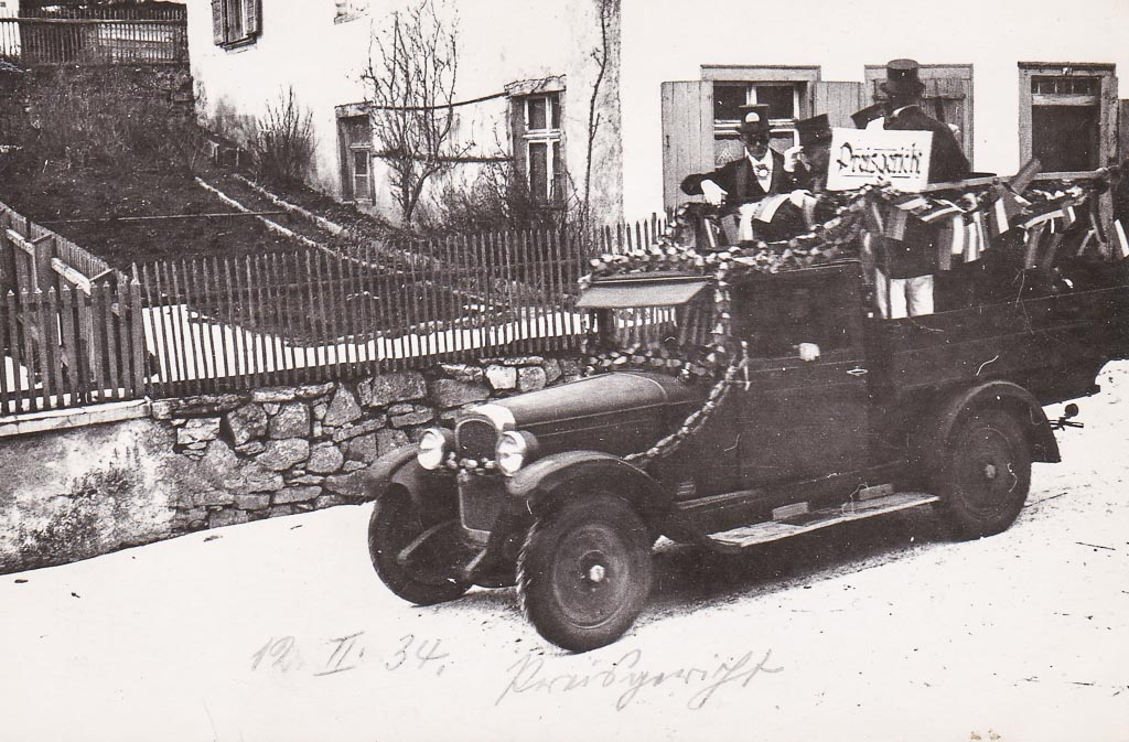Umzugswagen »Preisgericht« in der Oberen Hauptstraße, Fasnacht 1934