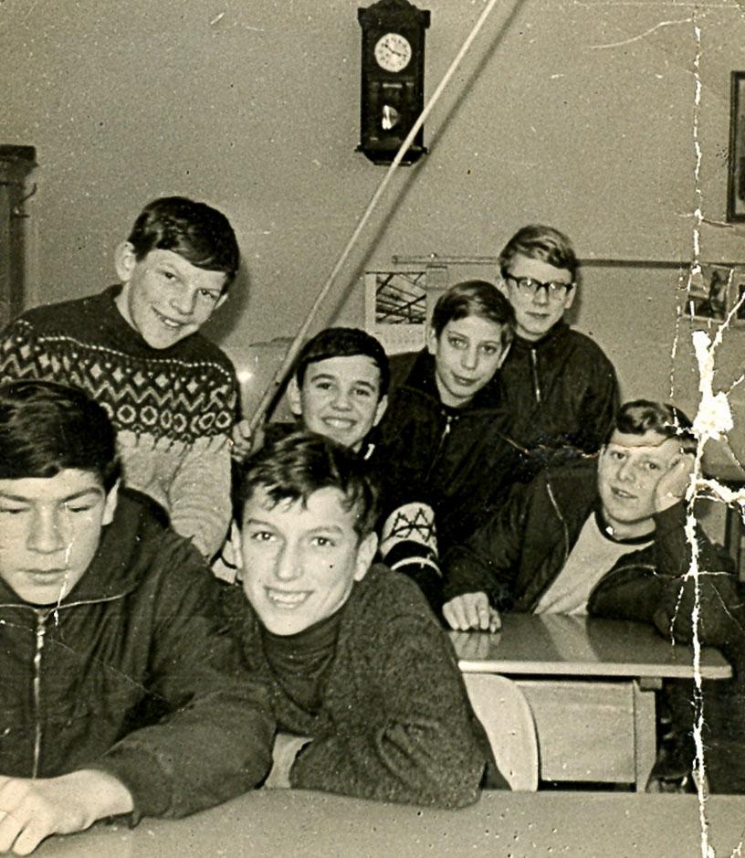 Schüler des Jahrgangs 1951/52 im Klassenzimmer, 1964