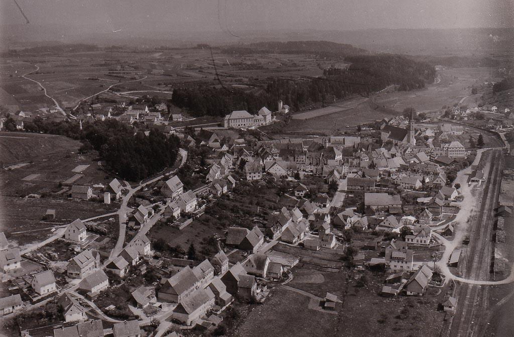 Luftbild auf das Städtchen, ca. 1960