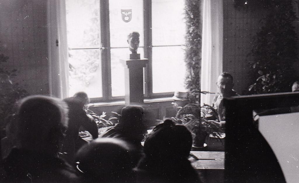 Wahllokal im Rathaus, 10. April 1938