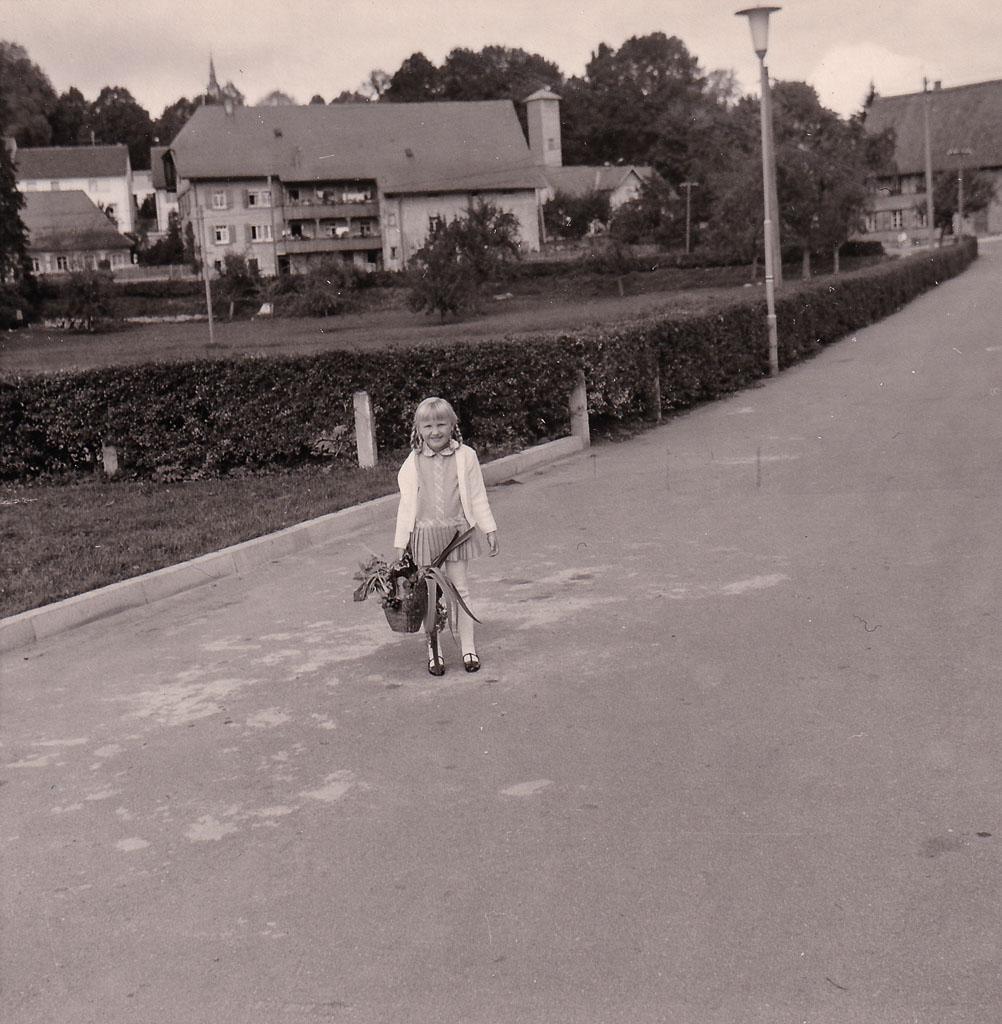 Kind auf dem Festhallenplatz, 1968