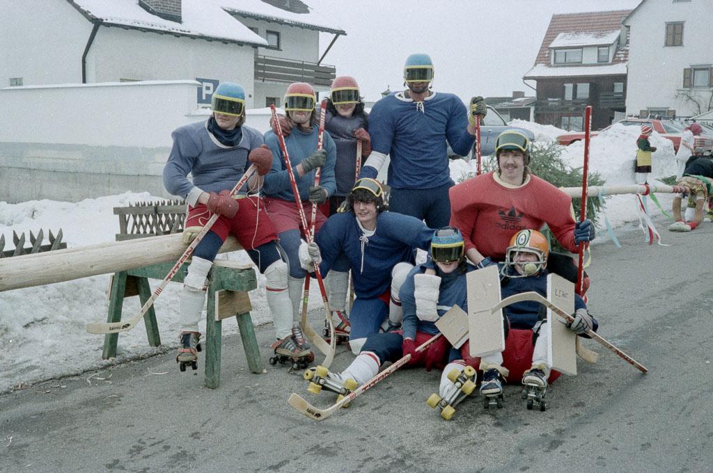 Narrengruppe in der Maienlandstraße, Fasnacht 1984