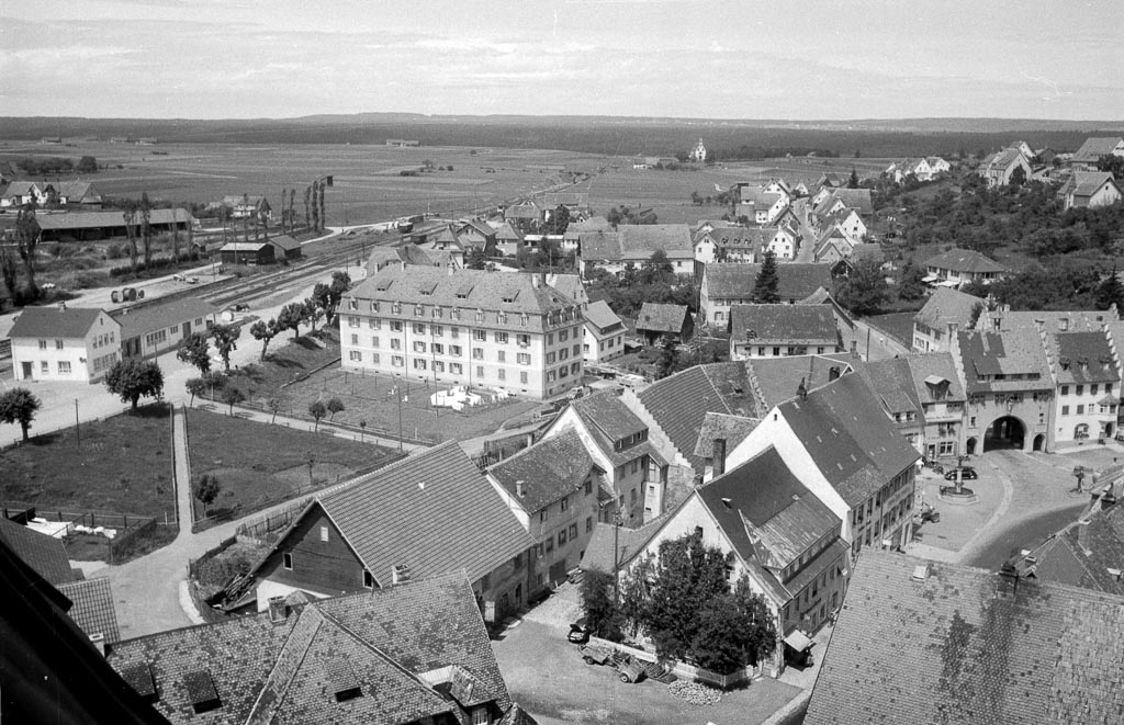 Blick vom Kirchturm in Richtung Bahnhof und Maienland, ca. 1957