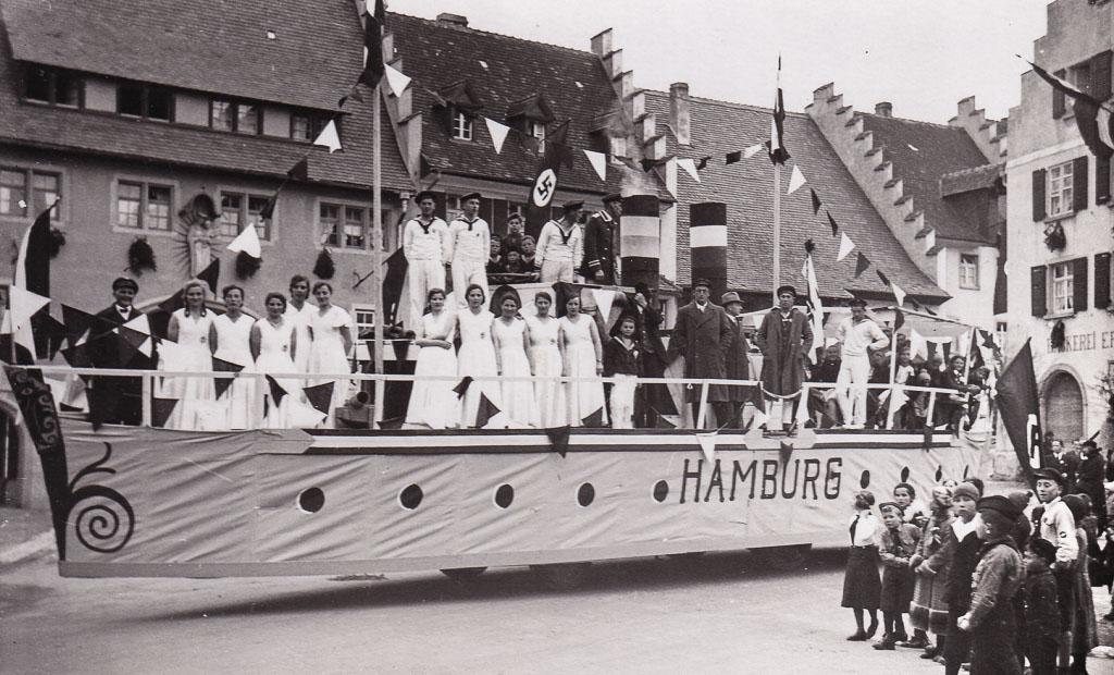 Umzugswagen »Hamburg« auf dem unteren Rathausplatz, ca. 1935