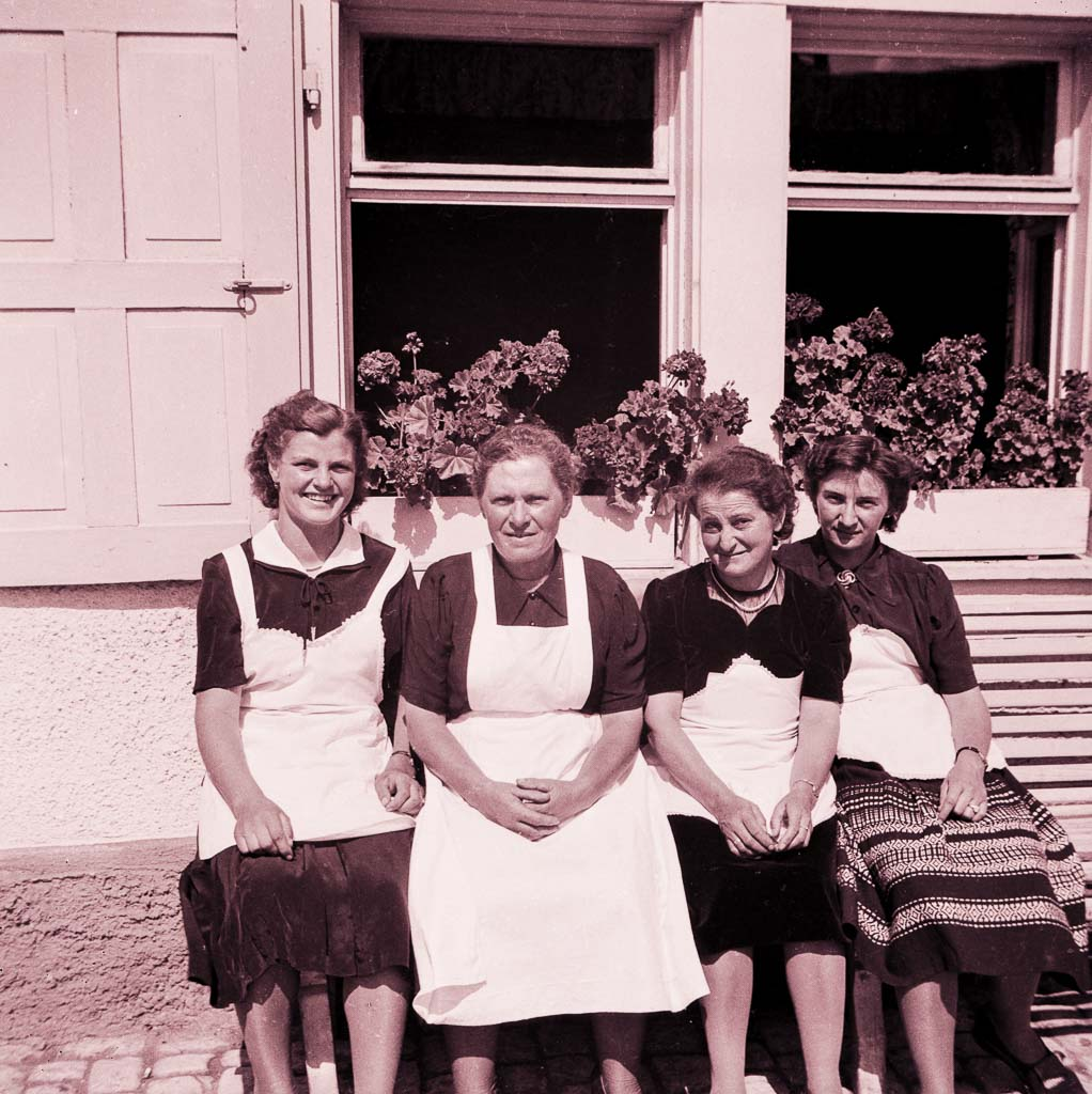 Mitarbeiterinnen des Gasthauses »Linde«, ca. 1950-1955