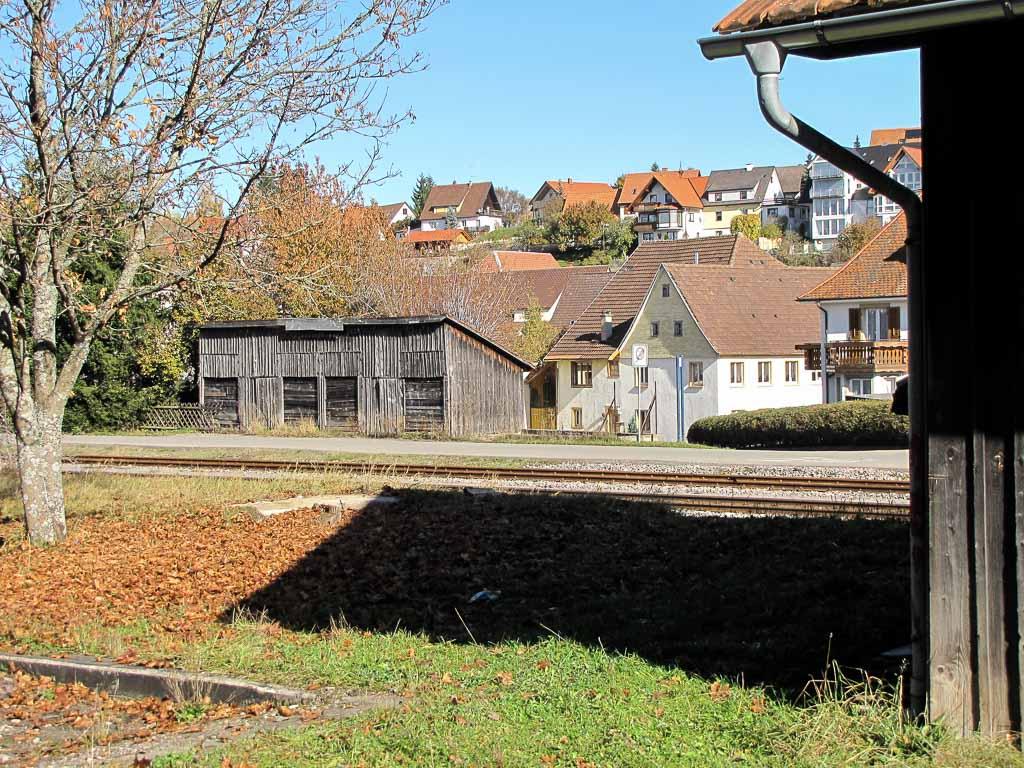2 Fotos: Lagerschuppen in der Bahnhofstraße, 2009